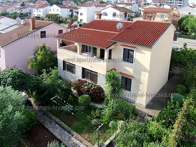 Apartments Croatia: Private Accommodation in place  MALI LO�INJ