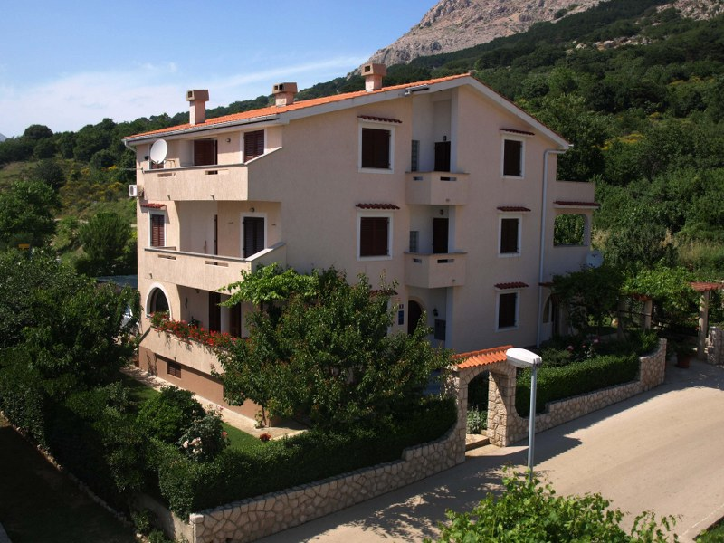 Apartments Croatia: Private Accommodation in place  BA�KA