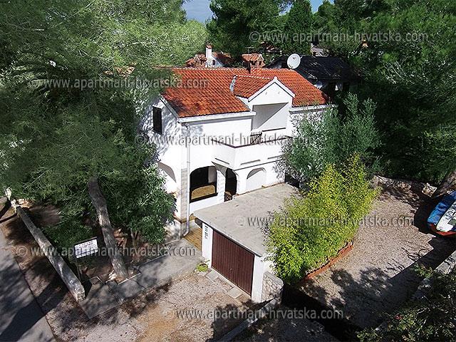 Apartmani Hrvatska: http://www.interijeri.com/apartmani/3733-001.jpg