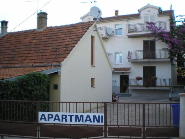 Apartmani Hrvatska: http://www.interijeri.com/apartmani/5448-ap2-5448-(21).jpg