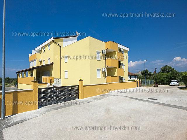 Apartmani Hrvatska: http://www.interijeri.com/apartmani/9509-001.jpg